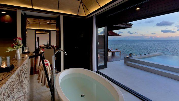 日落水上套房观景浴缸