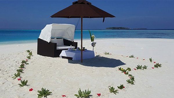 Lily Beach Maldives romantic breakfast